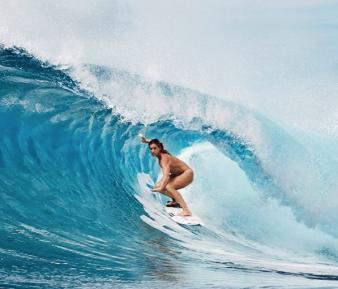 Courtney Conlogue, Surfing